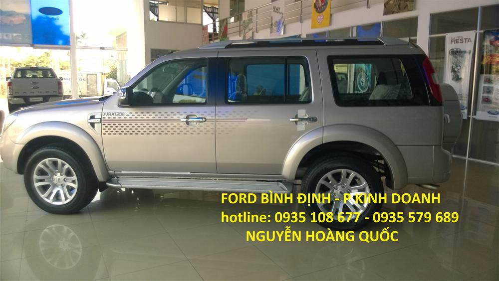 Cần bán Ford Everest 2,5 XLT 01 cầu đời 2015, màu bạc