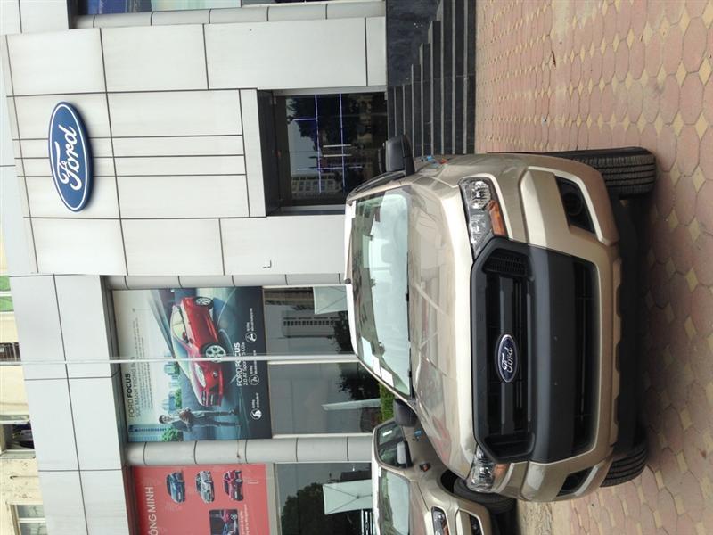 Cần bán Ford Ranger XL 4x4 MT năm 2015, màu vàng cát, nhập khẩu chính hãng