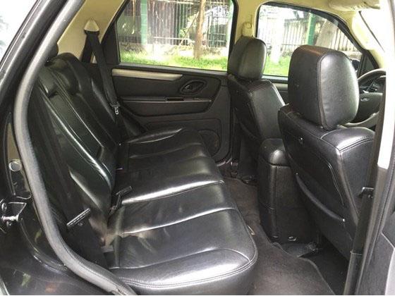 Cần bán xe Ford Escape 2.3XLS đời 2009, màu đen, giá chỉ 565 triệu