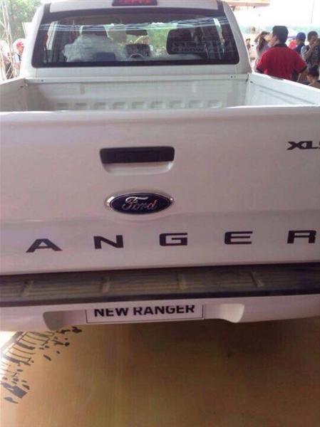 Cần bán xe Ford Ranger XLS AT 2.2L năm 2017, màu trắng, xe nhập chính hãng.