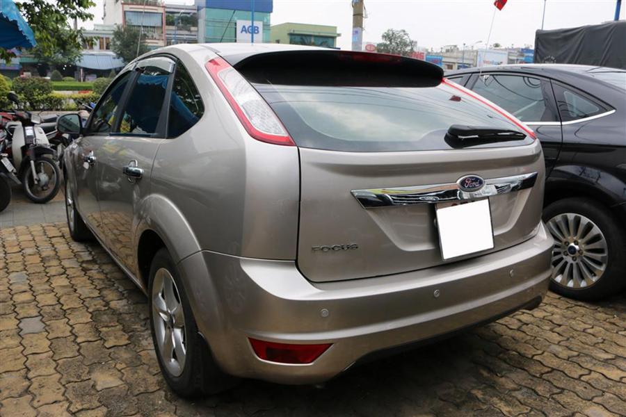 Cần bán Ford Focus 1.8 AT 2011, màu xám, số tự động, giá 525Tr, xe còn zin 100%