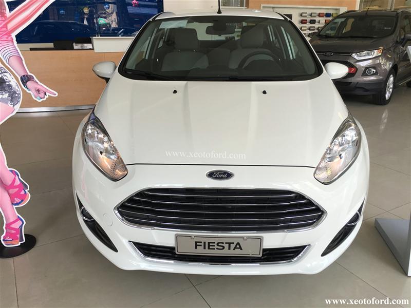 Cần bán gấp Ford Fiesta 1.5 L AT đời 2015, màu trắng, giá 500Tr