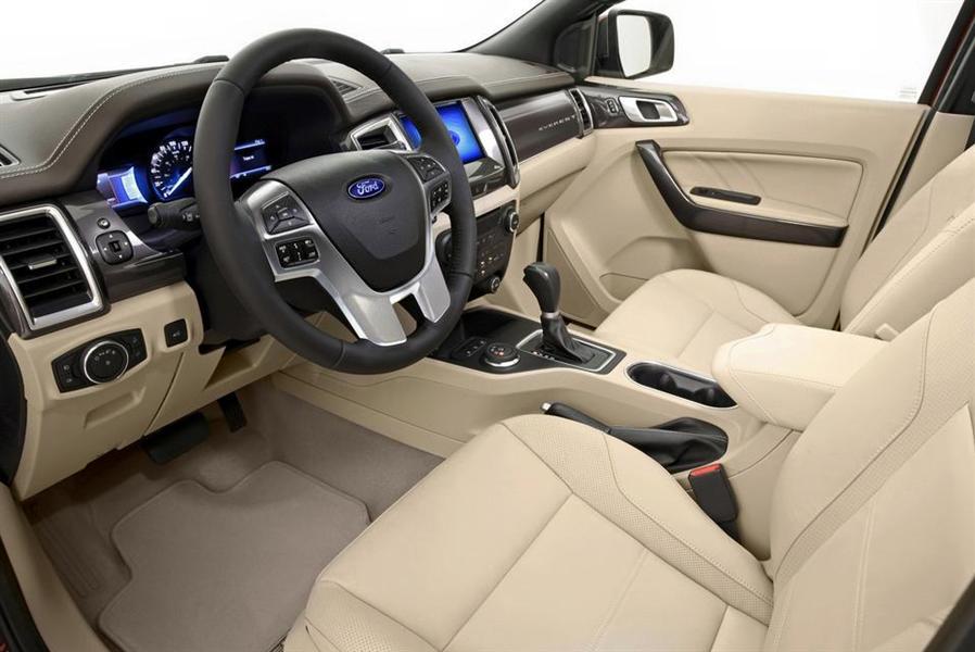Ford Bình Định bán Ford Everest 2.2 AT 4x2  phiên bản 2016, màu trắng, nhập khẩu