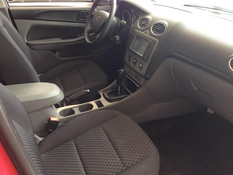 Cần bán Ford Focus 1.8L đời 2010, màu đỏ, số sàn, giá 475tr
