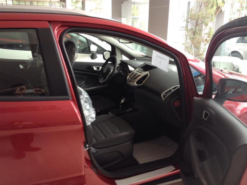Cần bán xe Ford EcoSport Titanium đời 2015, màu trắng, giá 681 triệu