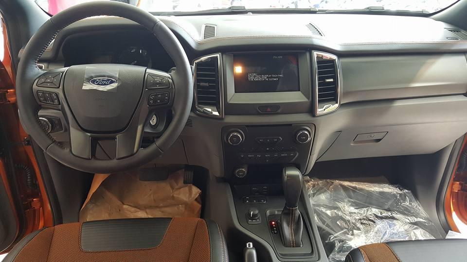 Cần bán gấp Ford Ranger đời 2015, màu vàng cam, nhập khẩu, giá tốt