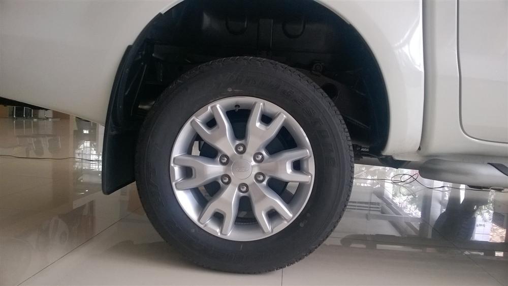 Bán Ford Ranger XLT 4x4 Wildtrak 4x2AT đời 2015, màu trắng, nhập khẩu chính hãng