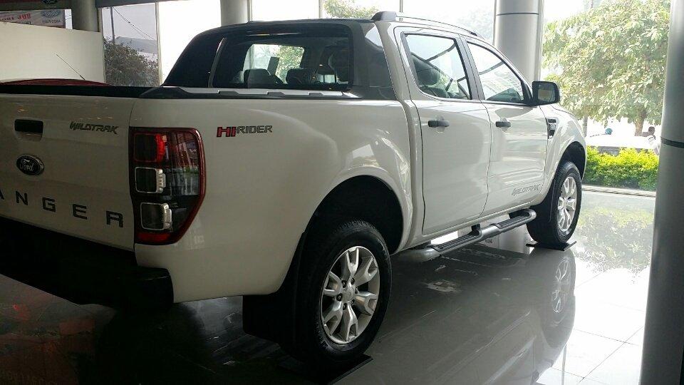 Cần bán Ford Ranger Wildtrak 3.2L AT 4x đời 2015, màu trắng, xe nhập, 828tr