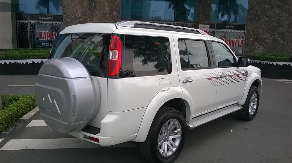 Bán Ford Everest 4x2 MT đời 2015, màu trắng, gọi ngay 0909438999