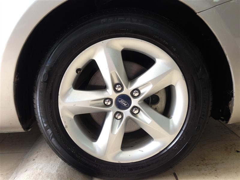 Cần bán xe Ford Focus sản xuất 2012, màu bạc