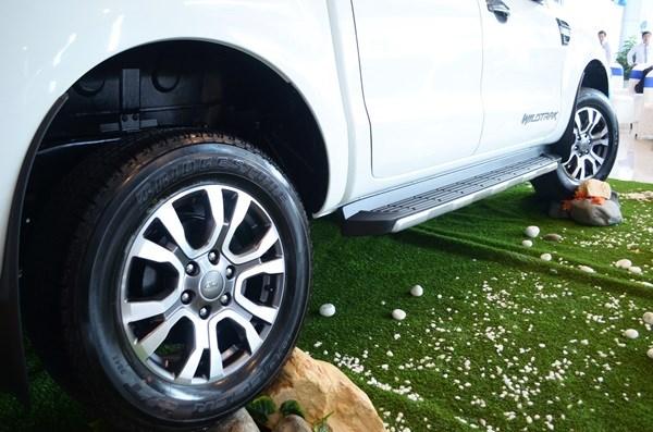 Bán Ford Ranger Wild Track 3.2L 4 x 4 đời 2017, màu trắng, nhập khẩu giá cạnh tranh