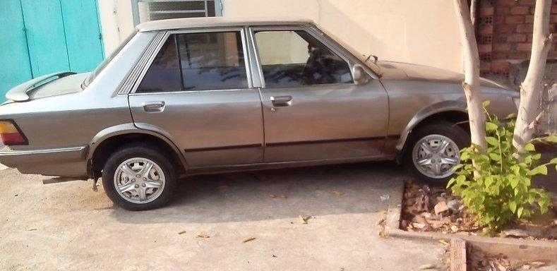 Cần bán xe ô tô Ford Orion đời 1990, màu xám.
