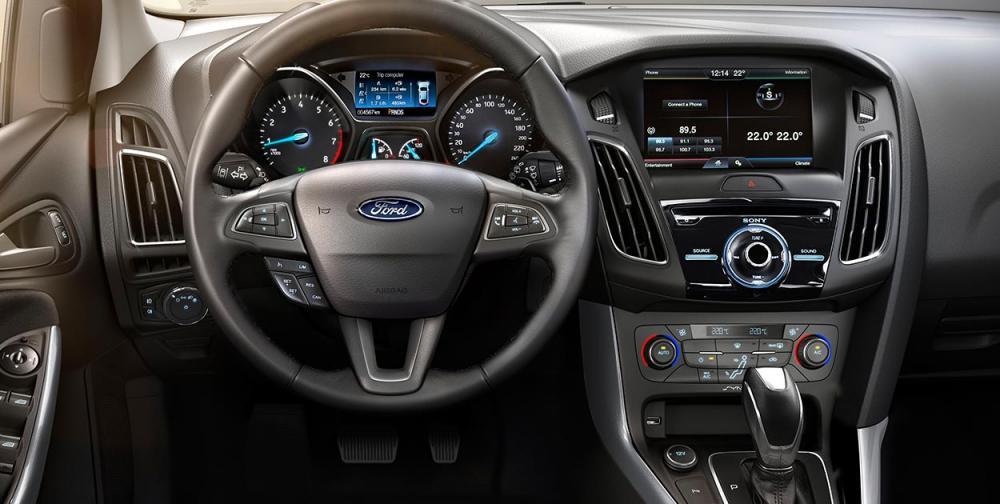 Xe Ford Focus đời 2019, màu bạc, giá hấp dẫn
