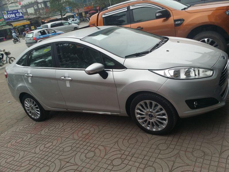 Bán Ford Fiesta Trend 4D đời mới, giá rẻ nhất liên hệ Bình 0918 100 891