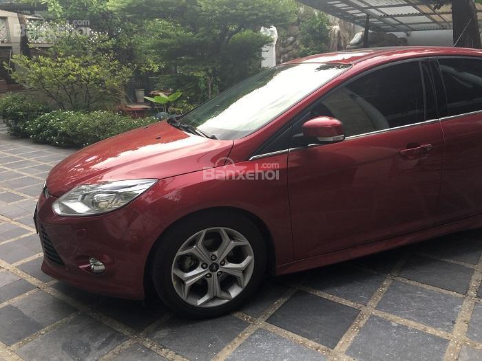 Bán Ford Focus 12/2014 màu đỏ giá rẻ