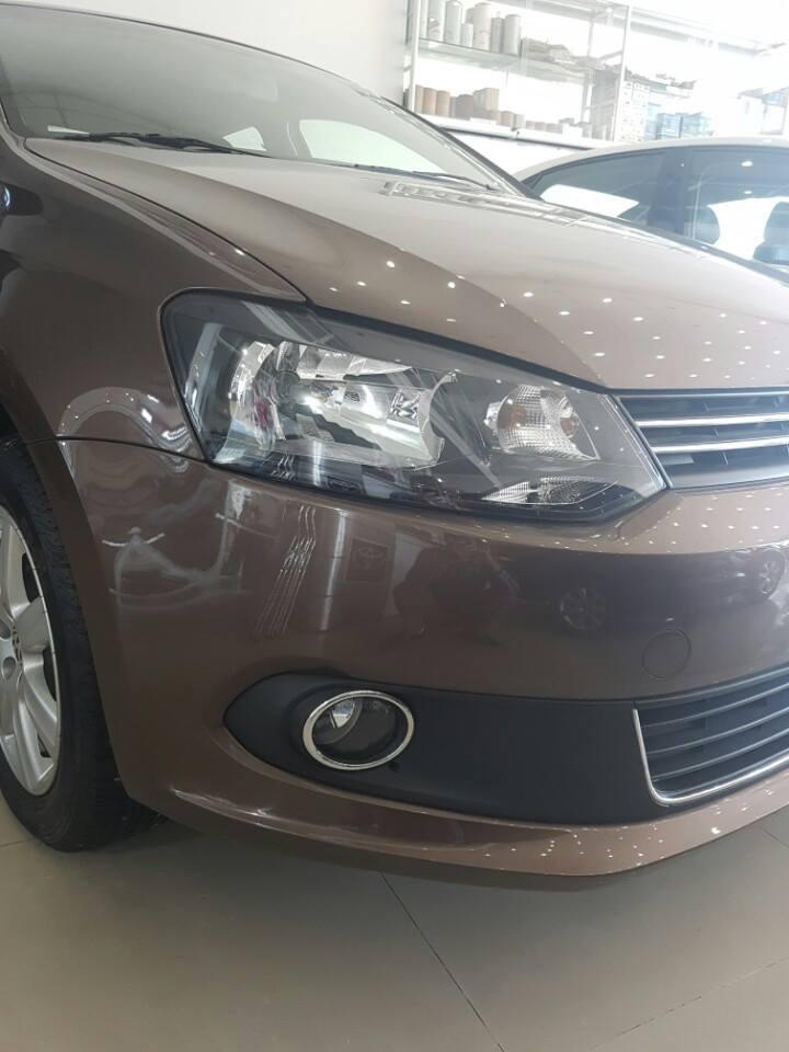 VW Polo Sedan 1.6 AT đời 2015, màu nâu, nhập khẩu chính hãng, 632 triệu