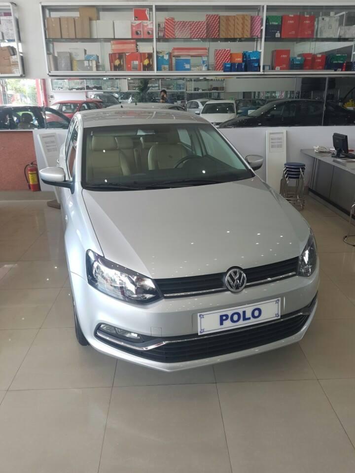 Volkswagen Polo Hatchback 1.6 AT đời 2015, màu bạc, nhập khẩu chính hãng
