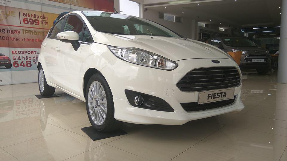 Cần bán Ford Fiesta Ecoboost 1.0L đời 2018, màu trắng, giá tốt