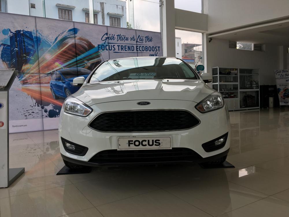 Bán xe Ford Focus Trend Ecoboost 1.5 đời 2018, màu trắng, 610tr