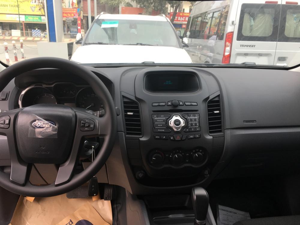 Bán xe Ford Ranger XLS 4x2 AT 2017, màu ghi xám, xe nhập, hỗ trợ trả góp tại Bắc Ninh