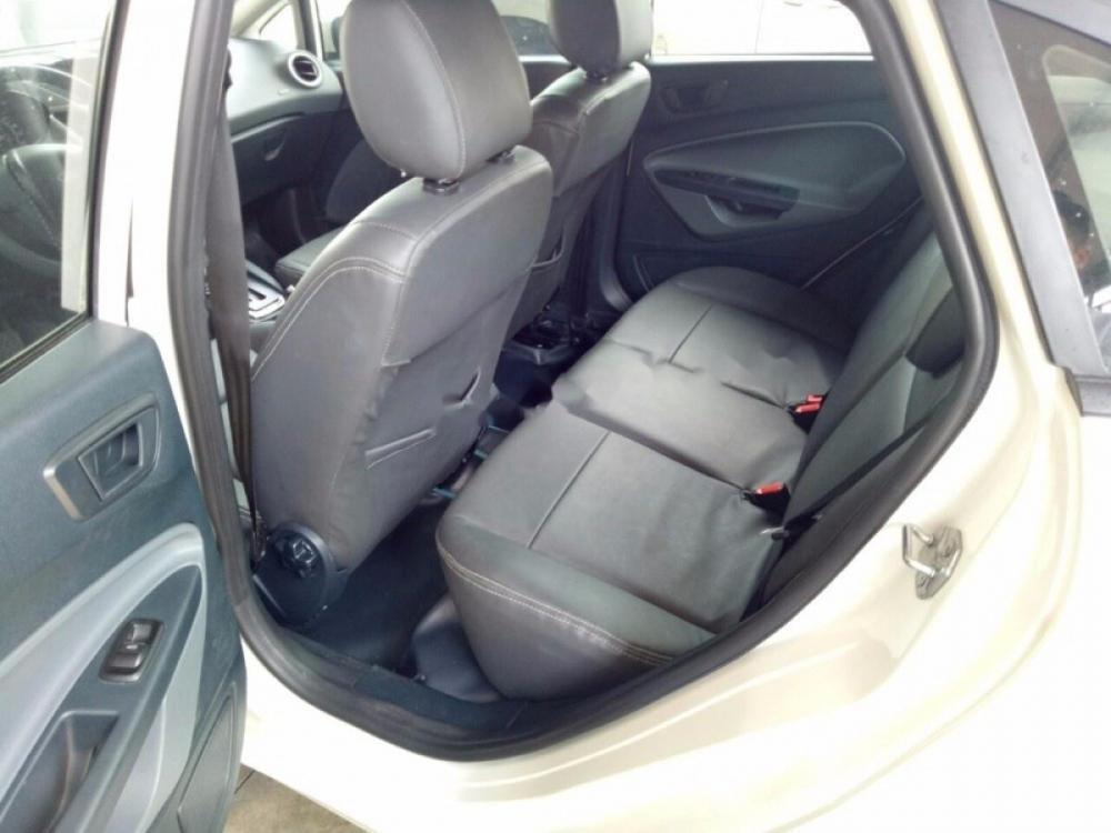 Bán Ford Fiesta Trend sản xuất 2011, màu trắng, giá 380tr
