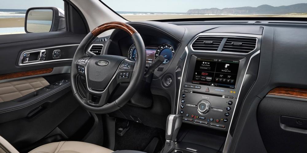 Cần bán Ford Esplorer 2.3L Ecoboost L4 đời 2017, nhập khẩu nguyên chiếc