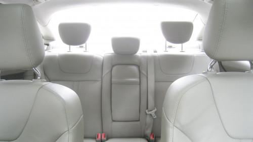 Bán Ford Focus 2.0 AT đời 2015, màu trắng chính chủ, giá 575tr