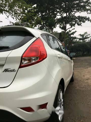 Cần bán gấp Ford Fiesta Trend sản xuất 2014, màu trắng, 439tr