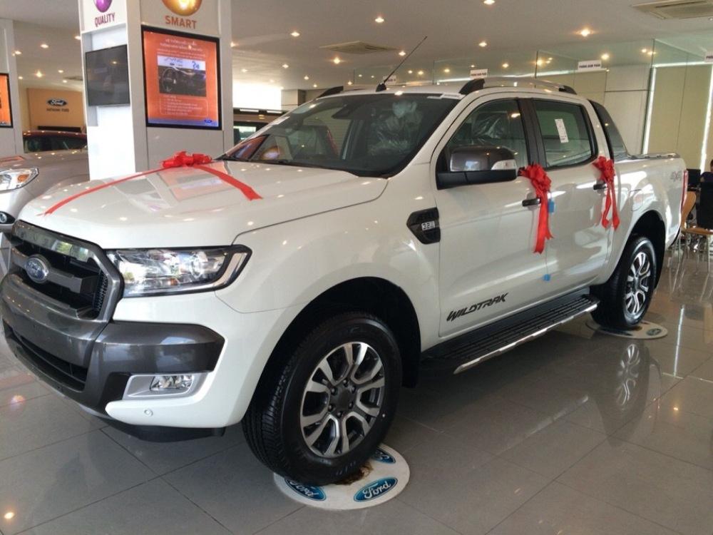 Cần bán Ford Ranger Wildtrak đời 2017, màu trắng, nhập khẩu nguyên chiếc