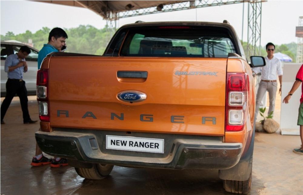 Cần bán Ford Ranger Wildtrak 2.2L 4 X 4 đời 2017, màu nâu, nhập khẩu nguyên chiếc