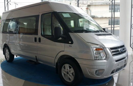 Ford Transit  màu bạc, nhiều chương trình kèm theo Lh 0938.211.346 để nhận chương trình khuyến mãi tốt nhất