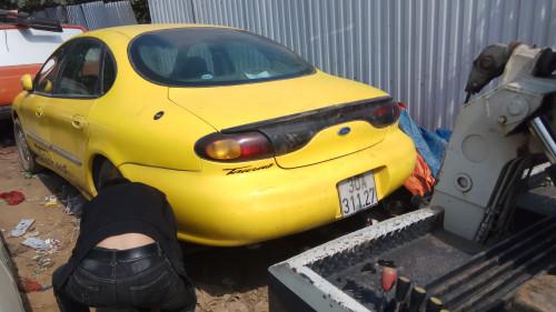 Cần bán lại xe Ford Taurus AT đời 1997, màu vàng, 150tr
