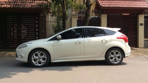 Cần bán lại xe Ford Focus 2.0 AT sản xuất 2015, màu trắng
