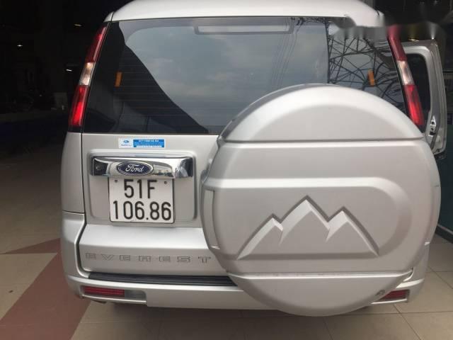 Bán xe Ford Everest 4x2 MT năm 2015, màu bạc