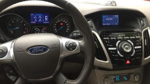 Cần bán xe Ford Focus 2.0 Titanium năm 2015, màu trắng