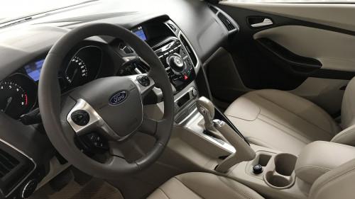 Cần bán gấp Ford Focus 2.0 AT đời 2015, màu xám