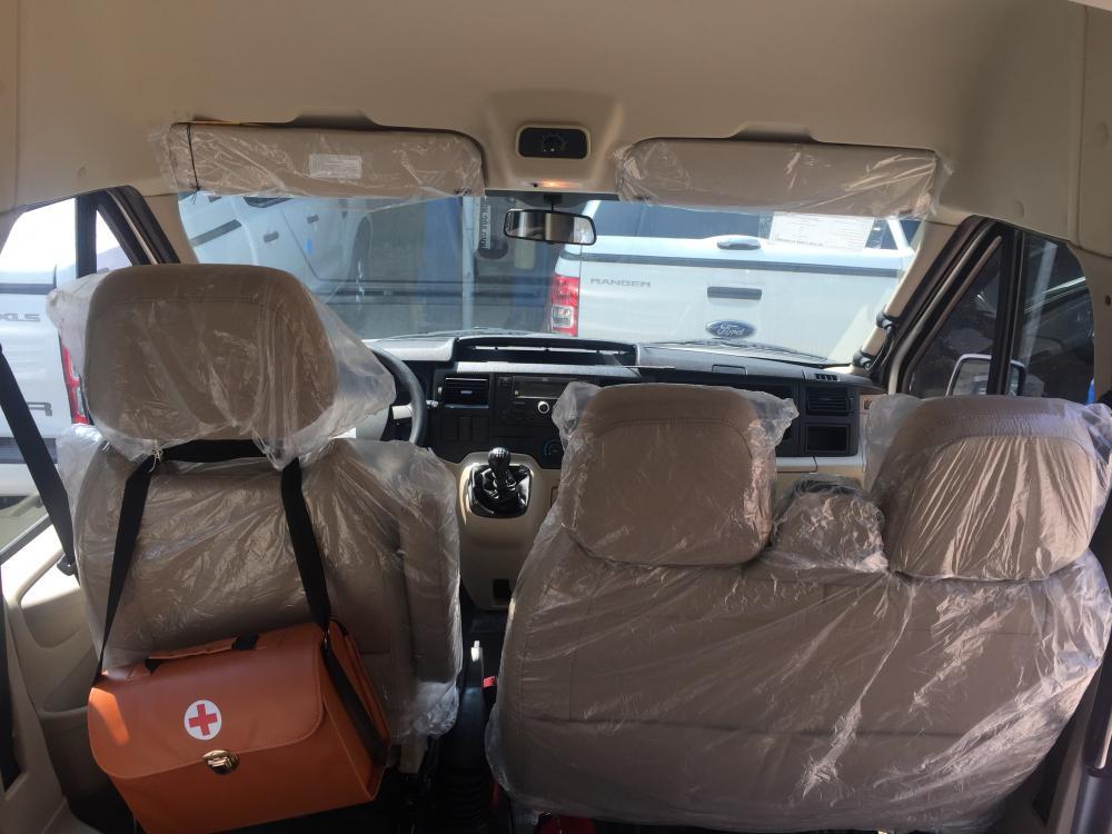 Ford An Đô bán xe Ford Transit tiêu chuẩn đời 2018 màu bạc, hỗ trợ trả góp và giảm giá cực tốt