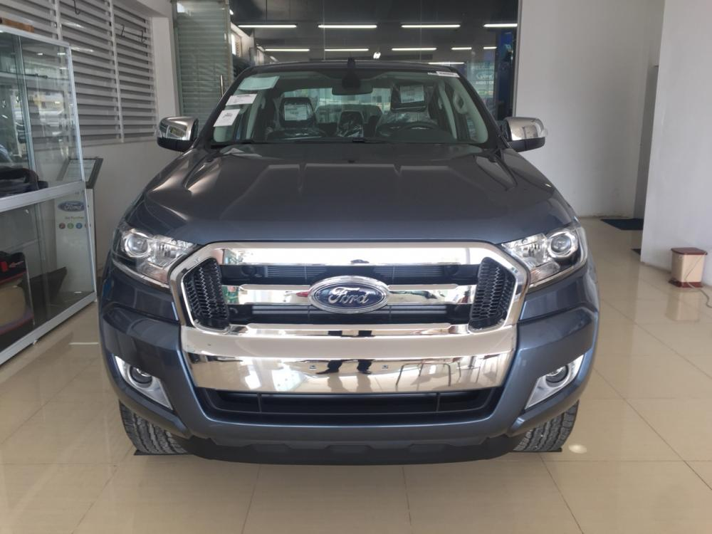 Giao ngay Ford Ranger XLT 4x4 MT màu xanh thiên thanh, hỗ trợ trả góp 80%, giao xe ngay