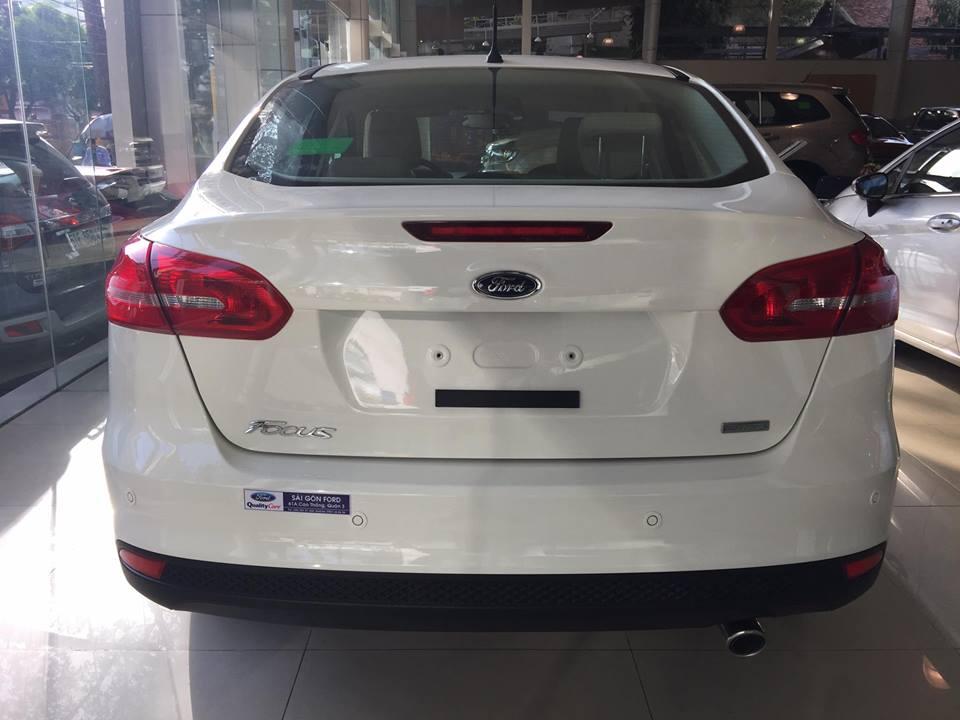 Bán xe Ford Focus Trend Sedan đời 2018, màu trắng, 570tr, Hỗ trợ trả góp 90%