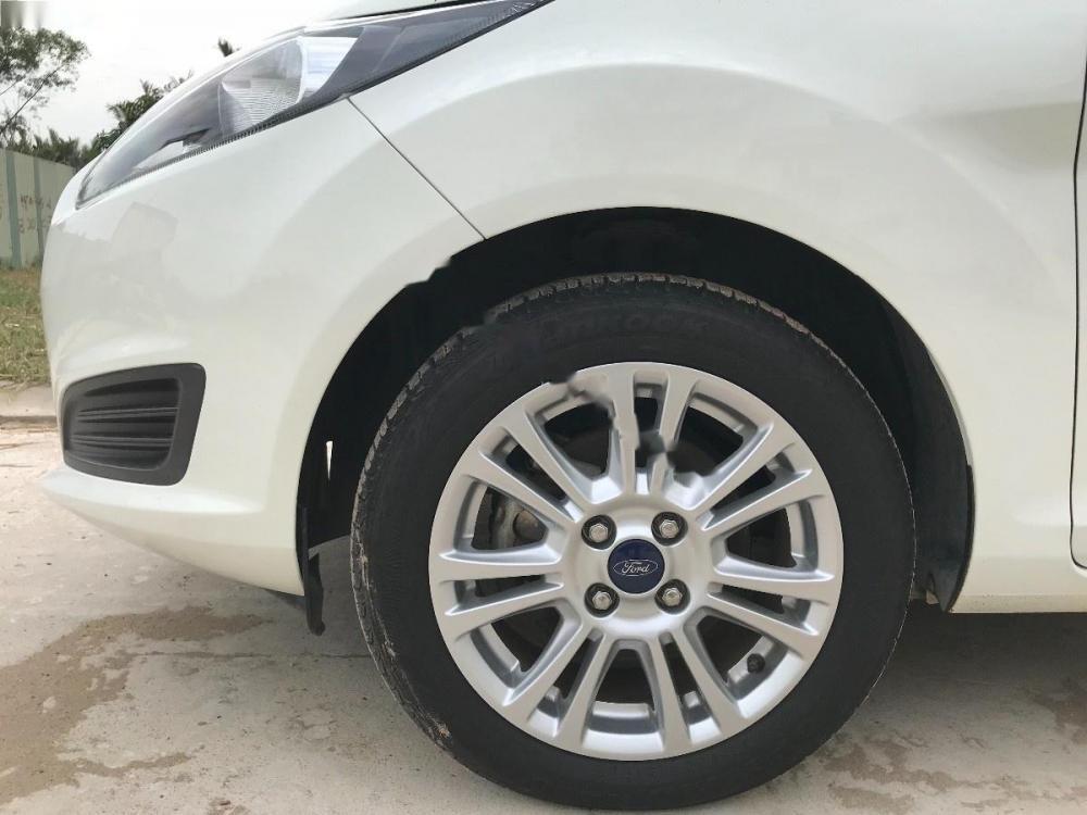 Cần bán Ford Fiesta Trend sản xuất năm 2015, màu trắng còn mới
