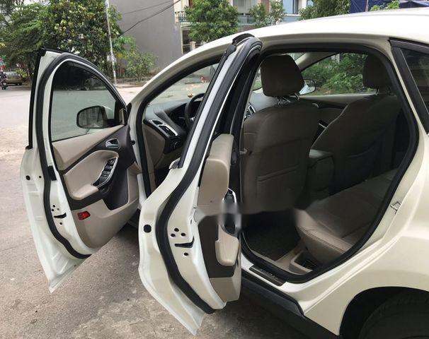 Bán Ford Focus 2.0 Titanium năm 2014, màu trắng giá cạnh tranh