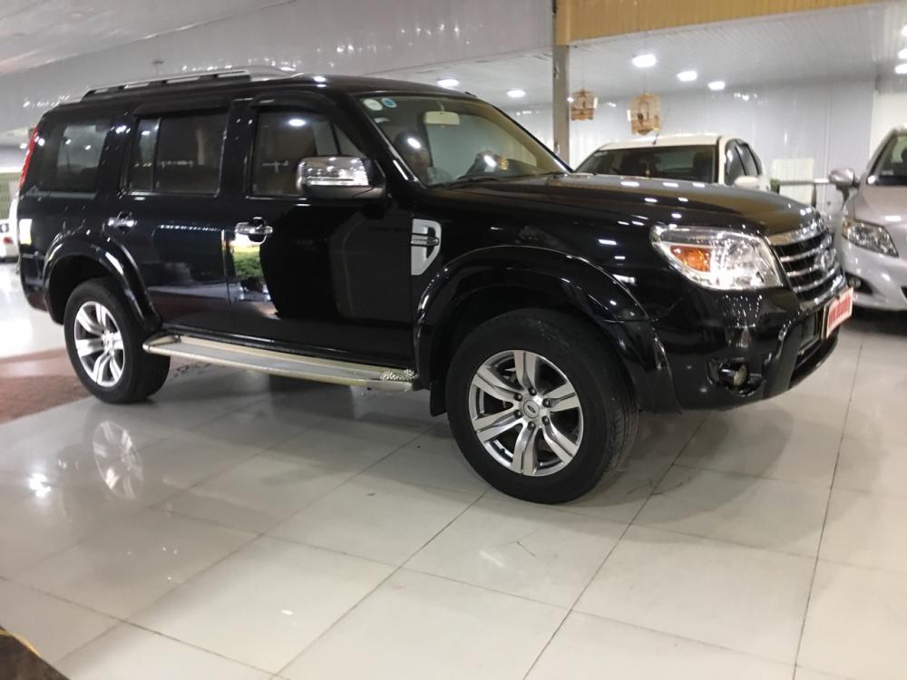 Cần bán Ford Everest 2.5MT sản xuất năm 2010, màu đen