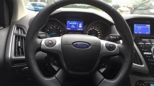 Bán Ford Focus 2.0 AT 2015, màu trắng