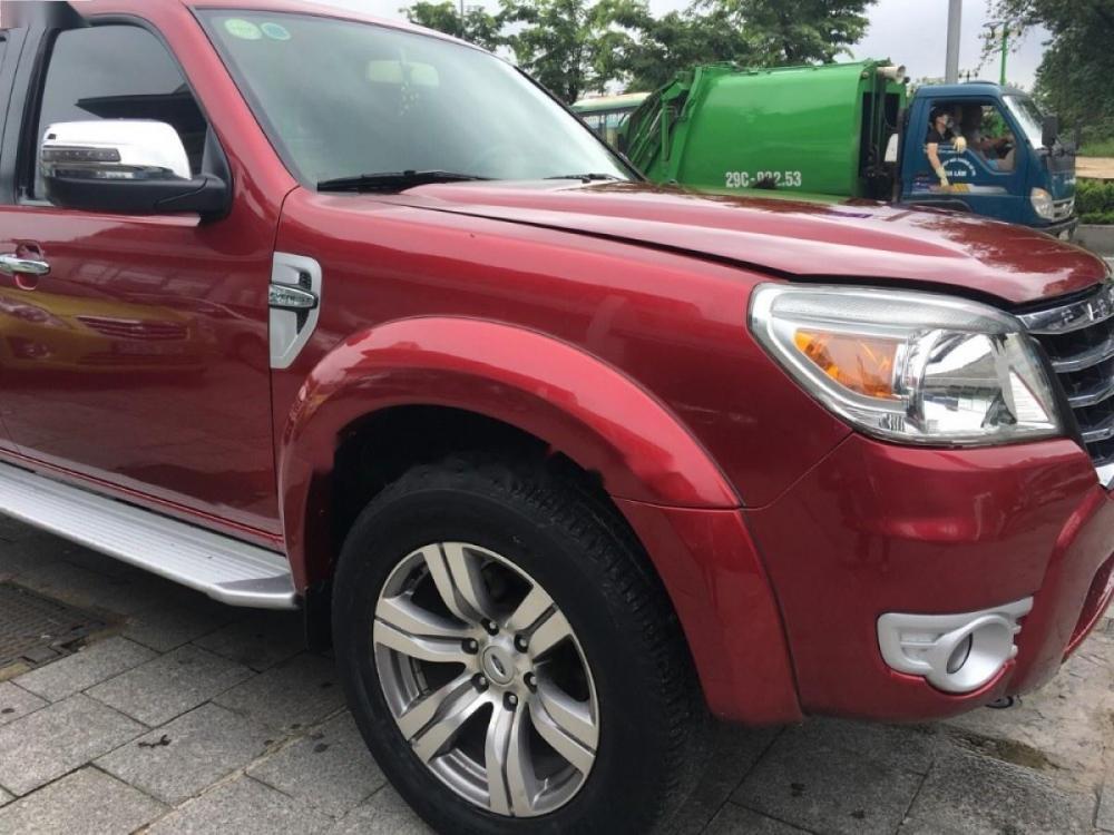 Cần bán gấp Ford Everest 2.5MT 2010, màu đỏ số sàn
