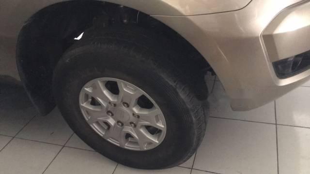 Bán Ford Ranger XLS 4x2 MT sản xuất năm 2015, màu vàng số sàn