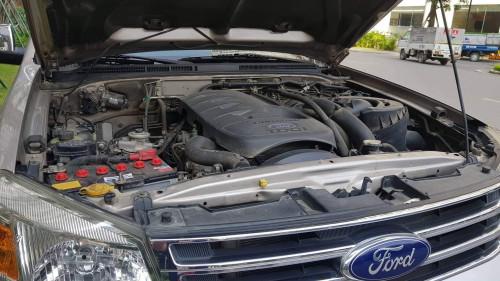 Bán xe Ford Everest Limited 2014, màu bạc