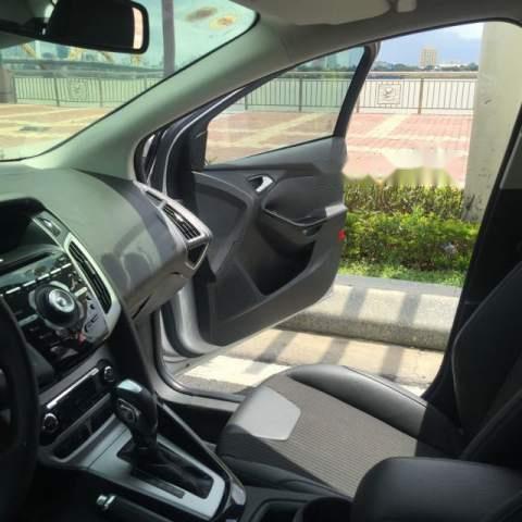 Cần bán gấp Ford Focus 2.0 Titanium đời 2013, màu bạc, giá 525tr