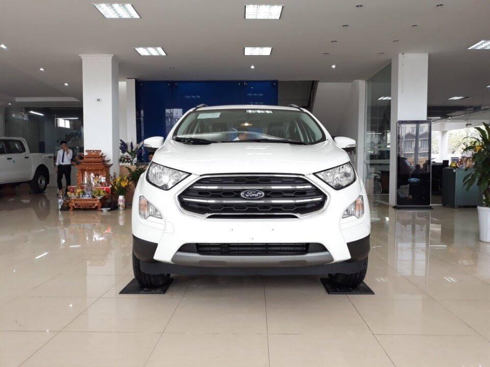 Cần bán lại xe Ford Escort đời 2018, màu trắng, 530 triệu giao ngay