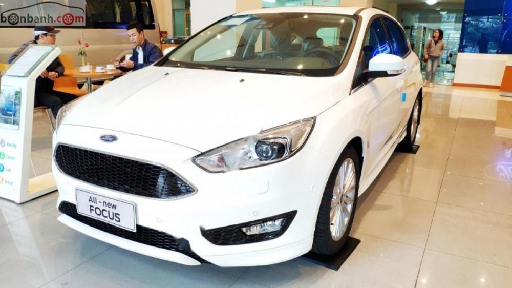 Bán Ford Focus S năm sản xuất 2018, màu trắng