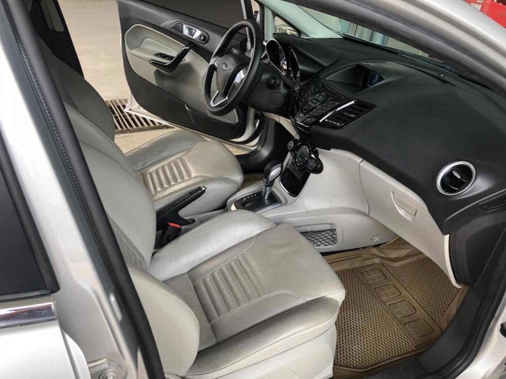 Bán Ford Fiesta 1.5AT Titanium màu bạc 2015, full options xe cực mới